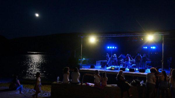 Συναυλία: Γιάννης Μηλιώκας, Λάκης Παπαδόπουλος, Νίκος Ζιώγαλας, Γιάννης Γιοκαρίνης - Παραλία Κορθίου.