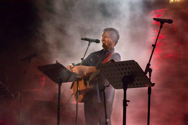 Γιώργος Νταλάρας – Θοδωρής Κοτονιάς – Βιολέτα Ίκαρη – Παίζει η ΕΣΤΟΥΔΙΑΝΤΙΝΑ Νέας Ιωνίας